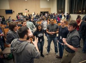 Existen eventos donde la gente comparte sus ideas para ejecutarlas y conocer personas que pueden contribuir, un ejemplo es Startup Weekend